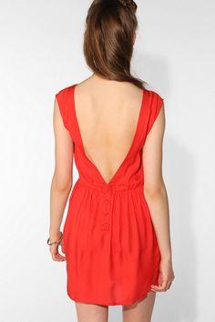 ahh such a pretty  little dress!