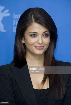Jav Aishwarya Rai Bachchan Attends A Photocall And Press Conference For The Film ' The Pink Panther 2 ' As Part Of The Berlin Film Festival , In Berlin, Germany. Aishwarya Rai Makeup, Aishwarya Rai Photo, Actress Aishwarya Rai, Aishwarya Rai Bachchan, Bollywood Actress Hot Photos, Beautiful Bollywood Actress, Most Beautiful Indian Actress, Beautiful Actresses, World Most Beautiful Woman