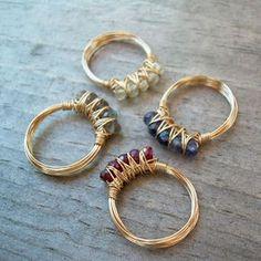 Con del filo e qualche Swarovski saltano fuori questi anelli carini carini