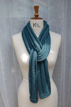 Lazy Summer Scarf by Louise Zass-Bangham  this how to tie the scarf to get a different look