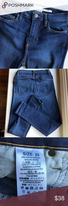 Free People High Rise skinny denim size 25 Classic and versatile skinny Jean with stretch comfort!  Cotton blend 5 pocket design. Zip fly. Gently Preowned. Size 25 Free People Jeans Skinny