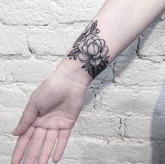 50 Superb Wrist Tattoos For Males & Ladies - TattooBlend