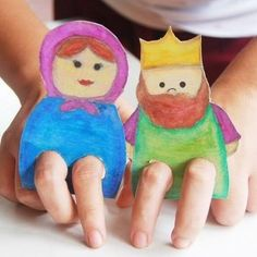 Crafts paper on children's fingers | PicturesCrafts.com