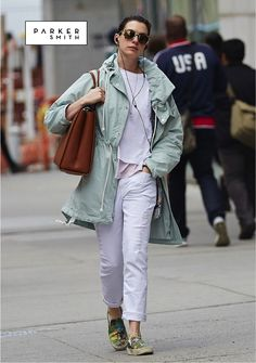 Anne Hathaway once again looking amazing in the #parkersmithjeans Girlfriend in White Destroy | You can find this style and even more at parkersmith.com