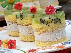 Reteta culinara Prajitura racoroasa cu piure de castane si kiwi din categoria Prajituri. Cu specific romanesc.. Cum sa faci Prajitura racoroasa cu piure de castane si kiwi