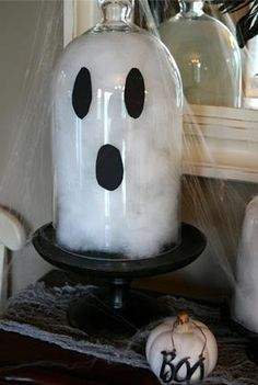 Ghost made out of a cloche for halloween. Chic on a Shoestring Decorating: Easy Halloween Ghost Cloches. Entree Halloween, Theme Halloween, Halloween House, Holidays Halloween, Costume Halloween, Diy Halloween Ghosts, Halloween Crafts For Kids, Halloween Projects, Halloween Decorations