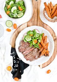 Stek z rostbefu z pieczonymi batatami Steak, Dinners, Food, Diet, Dinner Parties, Food Dinners, Essen, Steaks, Meals
