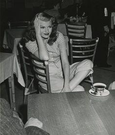 hollywood golden age Always gorgeous Rita Hayworth Old Hollywood Stars, Hollywood Icons, Old Hollywood Glamour, Hollywood Actor, Golden Age Of Hollywood, Vintage Hollywood, Classic Hollywood, Rita Hayworth, Star Wars
