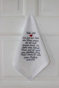 Dieses wundervoll bestickte Taschentuch für die Schwiegermutter der Braut rührt sicherlich schon vor der Trauung zu Tränen. Eine wundervolle Geste von der Braut für die Schwiegermutter!...