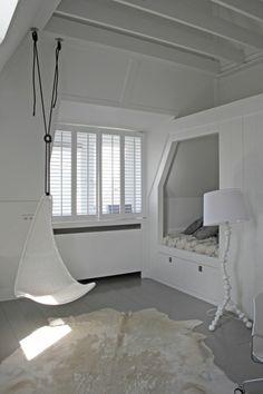Jugendzimmer gestalten – 100 faszinierende Ideen - jugendzimmer designideen weiß stehlampe modern einbaubett
