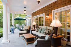 Hamptons 4 Bedroom Luxury Vacation Home Patio