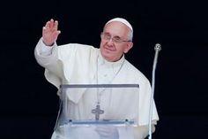 El Papa se despidió hoy de los italianos por una semana