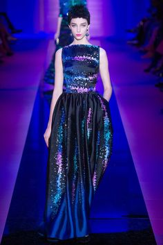 Armani Privé - Fall 2015 Couture - Look 33 of 48?url=http://www.style.com/slideshows/fashion-shows/fall-2015-couture/armani-prive/collection/33