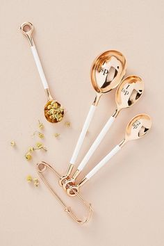 Anthropologie Delaney Measuring Spoon Set - unique gifts - gifts for her - kitchen gadgets (affiliate link) Kitchen Items, Kitchen Tools, Kitchen Gadgets, Kitchen Dining, Kitchen Decor, Copper Kitchen, Joy Kitchen, Gold Kitchen Utensils, Copper Utensils