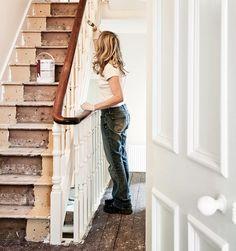 Det er enklere enn du tror å fornye trappen - du kan male eller legge nye, ferdige trappetrinn. Her får du tips og råd om du skal pusse opp trapp.