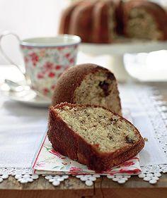 Ingredientes 2 xícaras de farinha de trigo;1 colher (chá) de bicarbonato;1 colher (chá) de fermento químico em pó;1/4 de colher (chá) de sal;3/4 de xícara de manteiga;1 1/2 xícara de açúcar;…