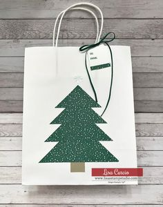 Are you looking for budget friendly gift packaging ideas? Here's a DIY gift bag & matching tag tutorial; you'll love being able to customize gift bags! Step-by-step tutorial from Lisa Curcio. See other paper craft projects on the site too. - www.lisasstampstudio.com- #papercrafts #giftwrapideas #diycrafts #giftpackaging #lisacurcio #lisasstampstudio Custom Gift Bags, Paper Crafts, Diy Crafts, Gift Packaging, Packaging Ideas, Card Making Techniques, Studio Cards, Party Bags, Party Favors