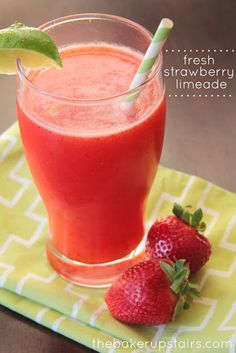 Sweet and refreshing strawberry limeade from The Baker Upstairs. The perfect drink for any summer dinner! {The Baker Upstairs} Strawberry Limeade, Fresh Strawberry Recipes, Juice Smoothie, Smoothie Drinks, Smoothies, Detox Drinks, Fruit Drinks, Beverages, Party Drinks