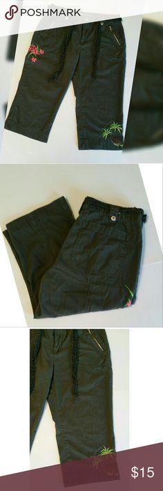"Arizona Jean Company Comfy Capris Comfy Capris you'll wear all summer long.55% ramie/45% cotton. Measured flat :  Waist 16"", Hips 20"". Inseam 18"". Rise 10"".  Size 16 1/2. #2216766-10. Arizona Jean Company Pants Capris"