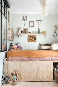 Give your room original touches, so it reflects your own style. Loving the birch plywood DIY bed, mint green walls, and lovely shelfie