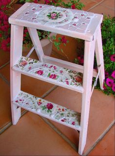 Mosaic Pink Shabby Ladder with Vintage China. via Etsy. Mosaic Crafts, Mosaic Projects, Mosaic Art, Mosaic Tiles, Tiling, Mosaic Furniture, Painted Furniture, Shabby Chic Style, Shabby Chic Decor