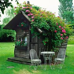 This rustic Little Digs has a garden of roses growing on its roof.