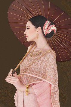 Davika Hoorne, WE Wedding magazine Traditional Thai Clothing, Traditional Fashion, Traditional Outfits, Thai Brides, Thai Wedding Dress, Thailand Fashion, Thai Fashion, Thai Art, Thai Thai