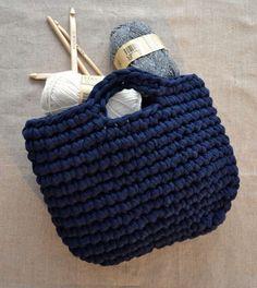 Sac en trapilho, patron gratuit #crochet •✿• Teresa Restegui http://www.pinterest.com/teretegui/ •✿•
