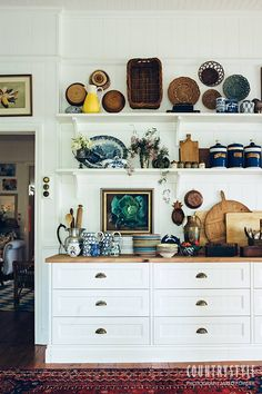 Country Style Magazine. Interior designer Anna Spiro's amazing talent for mixing colour and pattern is obvious in every corner of her Queensland home. Photography Jared Fowler Styling Anna Spiro #countrystylemag #annaspiro