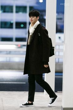 Cha Eunwoo Astro, Good Looking Actors, Hot Asian Men, Cha Eun Woo, Asian Actors, Handsome Boys, Korean Singer, Boy Groups, Boy Outfits