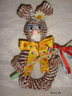 pinterest papírové pletení velikonoční - Hledat Googlem Weaving, Arts And Crafts, Christmas Ornaments, Pets, Holiday Decor, Hobbit, Bali, Home Decor, Google