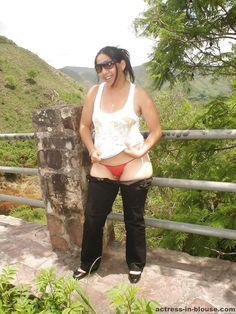 Punjabi Indian Hot Aunty Nude Boobs And Deep Navel Show