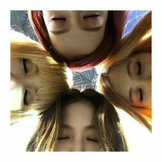 Image discovered by MIA. Find images and videos about kpop, rose and blackpink on We Heart It - the app to get lost in what you love. Kpop Girl Groups, Korean Girl Groups, Kpop Girls, Divas, Forever Young, Jenny Kim, Blackpink Debut, Hello My Love, Blackpink Memes