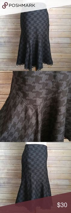 """Express houndstooth fluted wool skirt NWT! Side zip and clasp. Lined. Peek a boo lace bottom. Assymetrical fluted bottom. Flattering. 13.25"""" across the waist. 23"""" length. Charcoal and black. Express Skirts Midi"""
