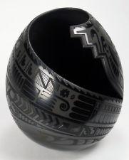 Mata Ortiz Pottery by Baudel Lopez - Etched Black Pot