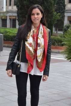 Leather jacket, white thin top, black leggings and pink antique scarf. Ways To Wear A Scarf, How To Wear Scarves, Silk Neck Scarf, Silk Scarves, Scarf Outfit Summer, Designer Scarves, Summer Scarves, Everyday Outfits, Scarf Styles