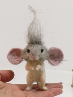 Needle felted mouse troll of the with the needle - Pin Coffee Nadel Gefilzte Maus Troll der Jahre mit der Nadel Needle felted mouse troll of the with the needle