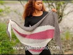 A short video to share the last couple of rows of my knitted Linus shawl and to show how easy peasy it is. If you are a crocheter who fancies having a go at ...