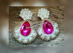 Aretes chapas embroidery.