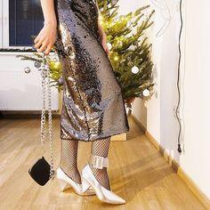 "Ayshen Beylerzadeh on Instagram: ""Nermin demish zer-zibonski)) Geyindi ve hech yere getmedi. Sad 🙄 #lookbook #lookoftheday #styleinspo #dnesnosim #dnesnosimcz #czechfashion…"" Sequin Skirt, Sequins, My Style, Skirts, Instagram, Fashion, Moda, Fashion Styles, Skirt"