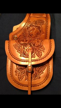 Hand tooled saddlebags Leather Tooling Patterns, Leather Pattern, Men Accesories, Cowboy Gear, Leather Saddle Bags, Western Saddles, Leather Carving, Cowgirl Bling, Leather Projects