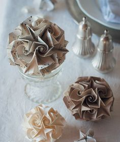 Create these origami spiral star spheres as a beautiful touch to your Christmas table. : Create these origami spiral star spheres as a beautiful touch to your Christmas table. Origami Ornaments, Paper Christmas Ornaments, Christmas Origami, Recycled Christmas Decorations, Festival Diy, Diy Fest, Homemade Christmas, Christmas Crafts, Xmas