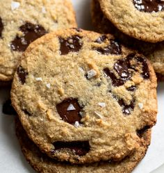 Keto Chocolate Chip Slam Cookies - December 16 2018 at - and Inspiration - Yummy Sweet Meals And Chocolates - Bakery Recipes Ideas - And Kitchen Motivation - Delicious Sweets - Comfort Foods - Fans Of Food Addiction - Decadent Lifestyle Choices Keto Chocolate Chip Cookies, Chocolate Biscuits, Sugar Free Chocolate, Keto Cookies, White Chocolate, Psyllium Husk Recipe, Bakery Recipes, Keto Recipes, Keto Desserts