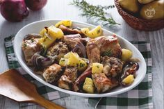 Roasted rabbit-Coniglio al forno Baked rabbit is an excellent second course perfect to serve for a family Sunday lunch! Meat Recipes, Cooking Recipes, Healthy Recipes, Beef Dishes, Soul Food, Italian Recipes, Food And Drink, Healthy Eating, Favorite Recipes