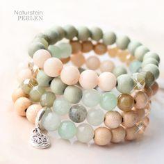 Die neuen Perlen aus Natursein in zarten Tönen sind perfekt um zu kombinieren mit den anderen Perlen aus dem Sortiment von Perlen Grosshandel Online. Kombinieren Sie z.B. mit Glasperlen oder Facett Perlen in den selben Tönen.  Wählen Sie z.B. zarte Trendfarben wie beige, hellrosa und helle Farben grau auf einem Armband. Mach mehrdere Armbänder und trag Sie zueinander.