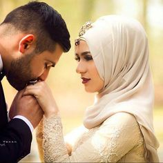 MashaAllah Congratulations to the gorgeous Photo by . Bridal Hijab, Hijab Bride, Romantic Photos, Romantic Couples, Cute Muslim Couples, Cute Couples, Best Couple Pictures, Couple Pics, Couple Goals