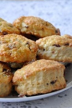 Scones Christophe Michalak 360 g of yeast flour incorporated (see note) 50 g of sugar 360 g of heavy cream (I used the new Elle & Vire cream at fat) 75 g of dried cranberries Zest of 1 lemon ½ tsp . Chefs, Cooking Time, Cooking Recipes, Creme Dessert, Biscuit Cookies, Food Blogs, Cheesecakes, Macarons, Muffins