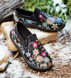 womens-slip-on-rubber-and-neoprene-floral-garden-shoe.I love these neoprene lined shoes :) MW Muck Boots, Shoe Boots, Garden Boots, Waterproof Shoes, Gardening Gloves, Boot Socks, Ladies Slips, Clothes For Sale, The Ordinary