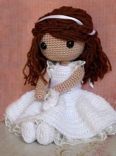 Beautiful crochet doll - it looks like my sister ;)