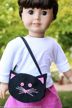 This little cat purse is a quick project made out of felt.